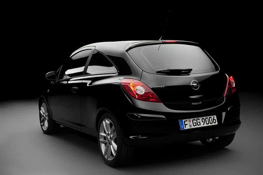 Corsa3D_black_back.jpg